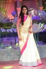 Smita Vallurupalli at An Ode To Weaves and Weavers Fashion show at HICC Novotel, Hyderabad on June 21, 2016 (8)_576be039a86e5.JPG
