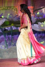Smita Vallurupalli at An Ode To Weaves and Weavers Fashion show at HICC Novotel, Hyderabad on June 21, 2016 (9)_576be02526239.JPG