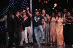 Salman Khan gooving on song Zingat during Sultan movie promotion on the sets of Sa Re Ga Ma Pa on June 21, 2016_576d02c255c4f.JPG