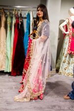 Divyanka Tripathi shopping for wedding at Kalki Fashion_ on June 24, 2016 (1)_576e00aa37332.jpg