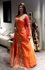 Divyanka Tripathi shopping for wedding at Kalki Fashion_ on June 24, 2016
