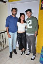 Divyendu sharma, Akshay Oberoi, Pia Bajpai at the launch of film The Virgins on 24th June 2016 (3)_576e38c5287c4.JPG