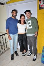 Divyendu sharma, Akshay Oberoi, Pia Bajpai at the launch of film The Virgins on 24th June 2016 (1)_576e38a2e5d5f.JPG