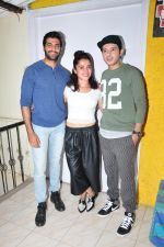 Divyendu sharma, Akshay Oberoi, Pia Bajpai at the launch of film The Virgins on 24th June 2016 (2)_576e38885c6d0.JPG