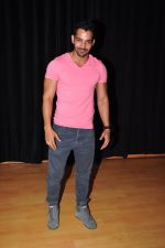 Harshvardhan Rane Visits Barry John_s Acting Institute on June 25, 2016 (12)_576e2e91a5451.JPG