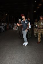 Virat Kohli snapped at airport on 24th June 2016