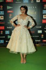 Sonakshi Sinha at NEXA IIFA Awards 2016 (37)_576fc70438366.JPG
