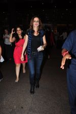 Suzanne Khan snapped at airport on 25th June 2016 (10)_576fb0d185405.JPG