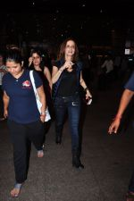 Suzanne Khan snapped at airport on 25th June 2016 (9)_576fb0d057794.JPG