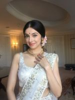 Divya Khosla  Spotted wearing a gorgeous cream lehenga by ace designer Vikram Phadnis and Jewellery by Shobha Shringar  (4)_5770a173a00d2.JPG