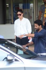 Kareena Kapoor Khan random shots on June 27, 2016 (23)_5771022d330be.JPG