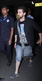 Neil Nitin Mukesh at the airport on June 26, 2016 (4)_5770f8ec3aaaa.JPG