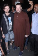 Neil Nitin Mukesh with father Nitin Mukesh at the airport on June 26, 2016 (1)_5770f8edc39ac.JPG