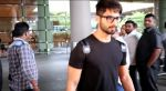 Shahid Kapoor snapped at the airport on June 26, 2016 (10)_5771314ba803f.jpg
