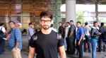 Shahid Kapoor snapped at the airport on June 26, 2016 (7)_5771314aa37c8.jpg