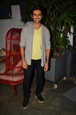 Kartik Aryan at Anand Rai_s Birthday Bash on 28th June 2016 (105)_5773684009dbb.JPG