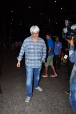 Vikram Bhatt snapped at airport on 28th June 2016 (11)_57736535a3deb.JPG