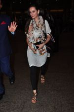 Evelyn Sharma snapped at airport on 29th June 2016 (5)_5774a1a3ae18b.JPG