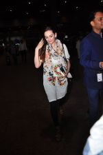 Evelyn Sharma snapped at airport on 29th June 2016 (7)_5774a1a4eb7fd.JPG