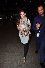 Evelyn Sharma snapped at airport on 29th June 2016 (8)_5774a1a58acc4.JPG