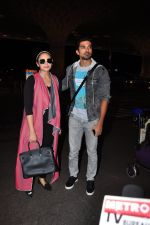 Huma Qureshi, Saqib Saleem snapped at airport on 29th June 2016 (19)_5774a1b24e4e5.JPG