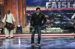 Salman Khan promotes Sultan on the finale episode of India_s Got Talent shoot on 30th June 2016 (24)_57752cbc2d8e6.JPG