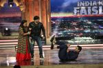 Salman Khan promotes Sultan on the finale episode of India_s Got Talent shoot on 30th June 2016 (33)_57752ccb9d8bd.JPG