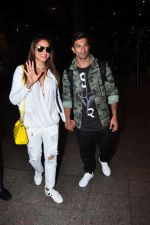 Bipasha Basu, Karan Singh Grover snapped at airport in Mumbai on 30th June 2016 (29)_57761262a590e.JPG