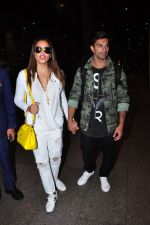 Bipasha Basu, Karan Singh Grover snapped at airport in Mumbai on 30th June 2016 (30)_577611e4de8ba.JPG