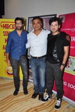 Divyendu Sharma, Akshay Oberoi, Sandeep A Verma at special screening of The Virgins in Hard Rock Cafe on 30th June 2016 (37)_577612cfb895d.JPG