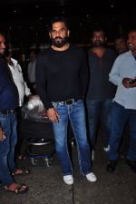 Sunil Shetty snapped at airport in Mumbai on 30th June 2016