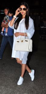 Sonal Chauhan snapped at airport on 2nd July 2016 (3)_57790328ad579.JPG