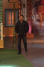 Salman Khan on the sets of The Kapil Sharma Show on 3rd July 2016 (49)_577a03e1e9ab0.JPG
