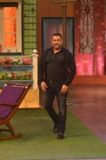 Salman Khan on the sets of The Kapil Sharma Show on 3rd July 2016 (51)_577a03e3ea92c.JPG