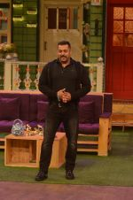 Salman Khan on the sets of The Kapil Sharma Show on 3rd July 2016 (52)_577a03e4e190c.JPG
