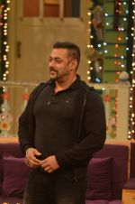 Salman Khan on the sets of The Kapil Sharma Show on 3rd July 2016 (57)_577a03e92b461.JPG