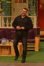 Salman Khan on the sets of The Kapil Sharma Show on 3rd July 2016 (61)_577a03ec2e0f6.JPG