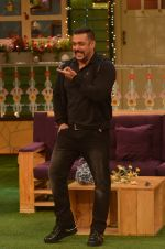Salman Khan on the sets of The Kapil Sharma Show on 3rd July 2016 (64)_577a03efaa52d.JPG