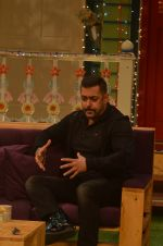 Salman Khan on the sets of The Kapil Sharma Show on 3rd July 2016 (89)_577a0405d2599.JPG