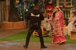 Salman Khan, Anushka Sharma on the sets of The Kapil Sharma Show on 3rd July 2016 (106)_577a0417dee8f.JPG