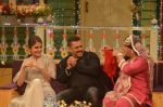 Salman Khan, Anushka Sharma on the sets of The Kapil Sharma Show on 3rd July 2016 (108)_577a0418a73e2.JPG