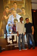 Aamir Khan, Nitesh Tiwari at Dangal launch in Mumbai on 4th July 2016 (22)_577b2a146630f.JPG
