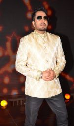 Mika Singh on the sets of Sa Re Ga Ma Pa on 5th July 2016 (3)_577c7ba87372c.JPG