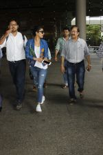 Priyanka chopra at Airport on 6th July 2016 (2)_577d184a68423.JPG