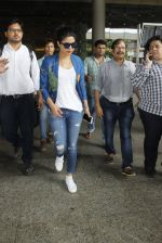 Priyanka chopra at Airport on 6th July 2016 (5)_577d184d38077.JPG