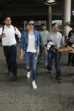 Priyanka chopra at Airport on 6th July 2016 (6)_577d184e3311c.JPG