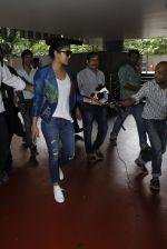 Priyanka chopra at Airport on 6th July 2016 (7)_577d184f303e4.JPG