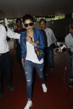 Priyanka chopra at Airport on 6th July 2016 (8)_577d18502c4e7.JPG