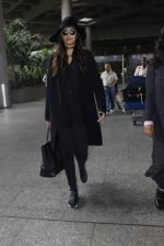 Sonam Kapoor at Airport on 6th July 2016 (12)_577d183f2d904.JPG