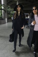 Sonam Kapoor at Airport on 6th July 2016 (7)_577d184010483.JPG